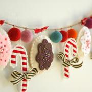 Dulces navideños en guirnalda