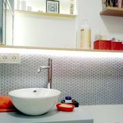 El baño de Estela por emmme studio
