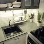 La cocina de Ana y Paul por emmme studio: encimera