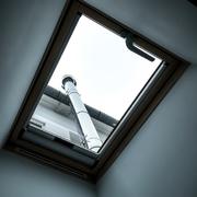 Enrollable en ventana de techo