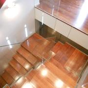 Escalera de madera de jatoba y cristal