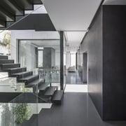 Distribuidores Grespania - Una vivienda minimalista para personas prácticas