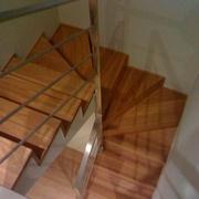 Distribuidores Porcelanosa - Reforma de carpintería y escaleras