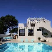 Exterior y piscina