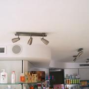 Falso techo dos niveles.
