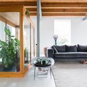 Salón con jardín interior