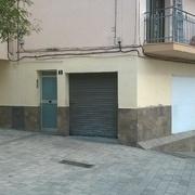 Alicatado exterior en bajos de la fachada en Barcelona
