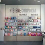 Reforma d'una  farmàcia a Deltebre a Tarragona