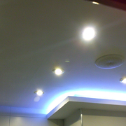 Iluminacion LED y sistema de musica ambiental.