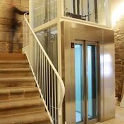 Implantación ascensor y primer tramo de escalera