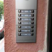 Distribuidores Fermax - Instalación de placa de portero automático