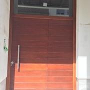 Instalar puerta de iroko