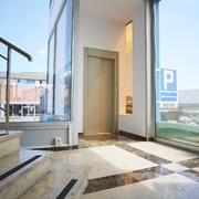 Instalación de un ascensor hidráulico en Barcelona