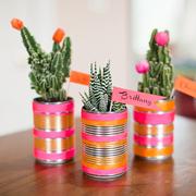 latas como floreros