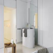 Lavabo y puerta corredera