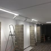 Instalación Iluminación carril Led tienda ropa