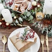 Mesa adornada para navidad