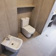 Un baño en microcemento