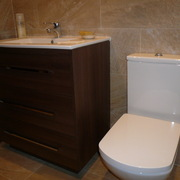 Mobiliario del  lavamanos color wengue