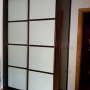 Armario modelo Japonés con cristal blanco y resto color wengué, Madrid