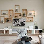 Mueble con cajas de madeera