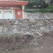 Muro de piedra de mampostería para cierre de finca en Pontevedra
