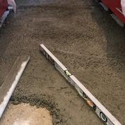 Nivelando el suelo con arlita