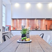 Panel de cobre en cocina