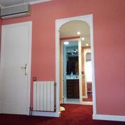 Pared y puerta pintados