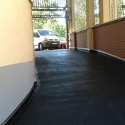 pavimento asfáltico de rampa de garaje