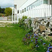 Piedra, madera y vegetación: las claves