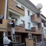 Pintando fachada en