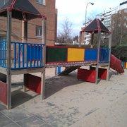 Pintura decorativa y barnizado para parque infantil