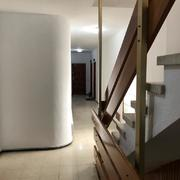 Pintura interior caja de escalera de cuatro plantas de edificio