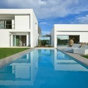 Piscina rectangular vivienda unifamiliar