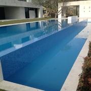 Construcción de piscina infinita