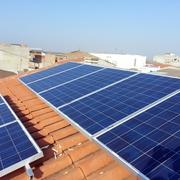 Abastecerse totalmente de Energia Solar.