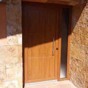 Porta d' entrada de PVC amb tancament per 8 punts