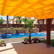 Proyecto piscinas con cascadas y decaración jardinera