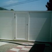 Puerta corredera de garaje en aluminio autoportante