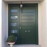 Puerta moderna lacada en verde