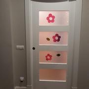Puerta vidriera corredera instalada sobre casonetto