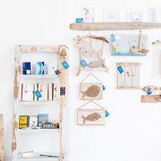 Ramas, troncos y escaleras de madera como colgadores DIY
