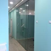Reforma de una clínica dental vidrios transparentes en Valencia