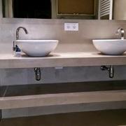 Reforma de bany modern amb microciment