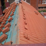 Reforma de cubierta de edificio a dos aguas
