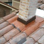 Reparación gotera en chimenea