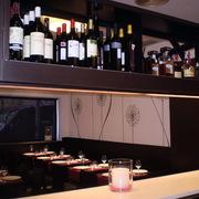 Restaurante detalle barra y botellero