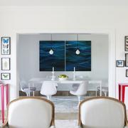 Una casa muy luminosa con una decoración colorida y cuidada