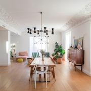 Salón comedor unidos con techos altos